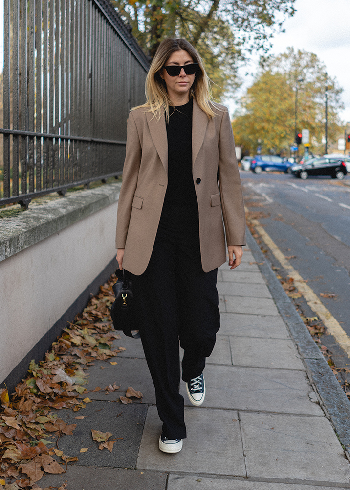Emma Hill A_W style. Beige Taupe blazer, Black cashmere crew neck jumper, black wide leg tailored trousers, Converse Chuck 70's. Casual fall outfit