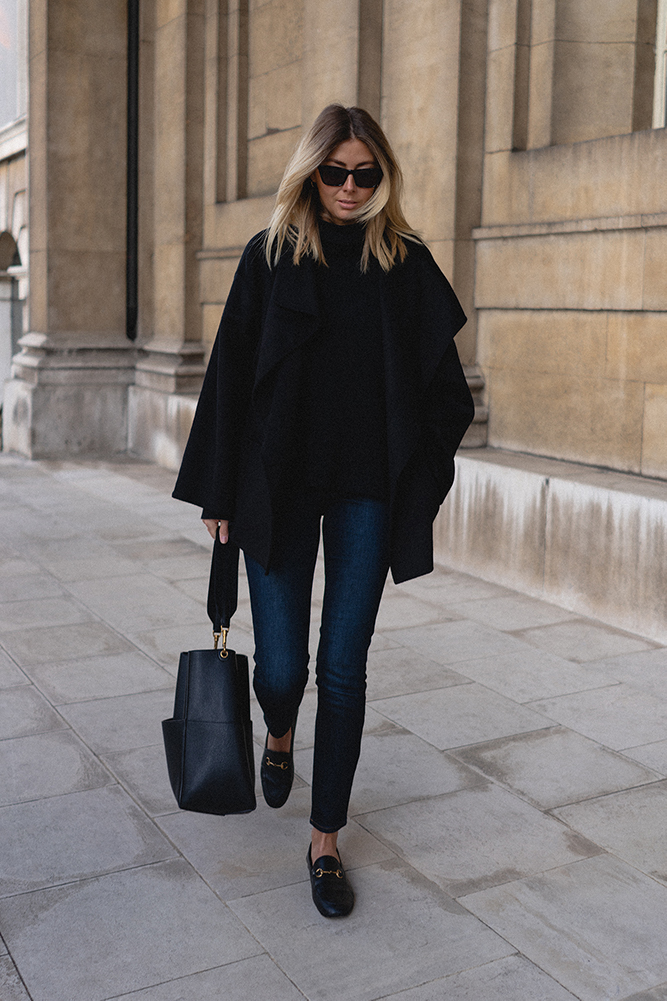 Emma Hill Autumn style. Black Toteme Annecy short coat, dark blue skinny jeans, Gucci Brixton loafers, Celine Sea Sangle bag. Chic Autumn Fall outfit