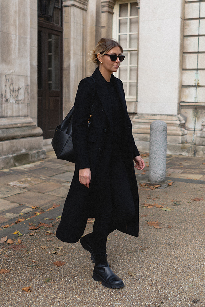 Emma Hill style. Chic all black outfit for Autumn Winter