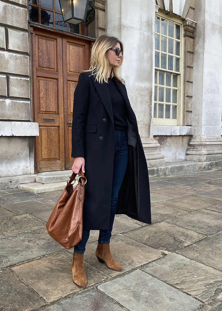 Emma Hill style. Long black tailored coat, tan suede Saint Laurent ankle boots, Gucci Horsebit Hobo bag. Chic Autumn outfit_