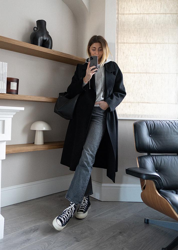 Emma Hill style. Black coat, grey cashmere hoodie, black converse chuck 70, Celine seau sangle bag